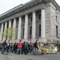 7 mai 2005 : La marche passe sur la rue Notre-Dame, devant le Palais de Justice